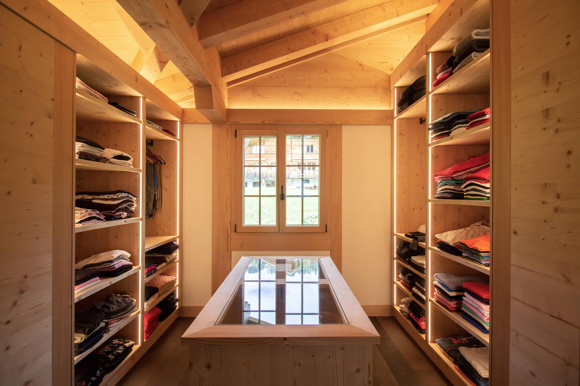 https://fsw-kreatektur.ch/wp-content/uploads/Fsw-Kreatektur-Architektur-Neubau-Schoenried-Ankleidezimmer-tiny.jpg