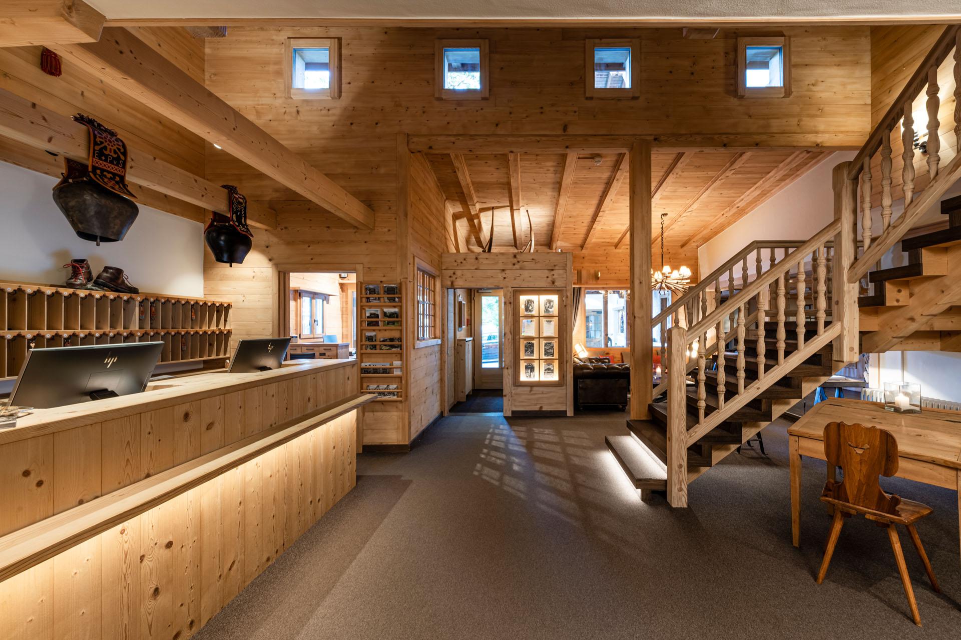 https://fsw-kreatektur.ch/wp-content/uploads/Fsw-Kreatektur-Architektur-Umbau-Hotel-Hornberg-Saanenmoeser-Lobby.jpg