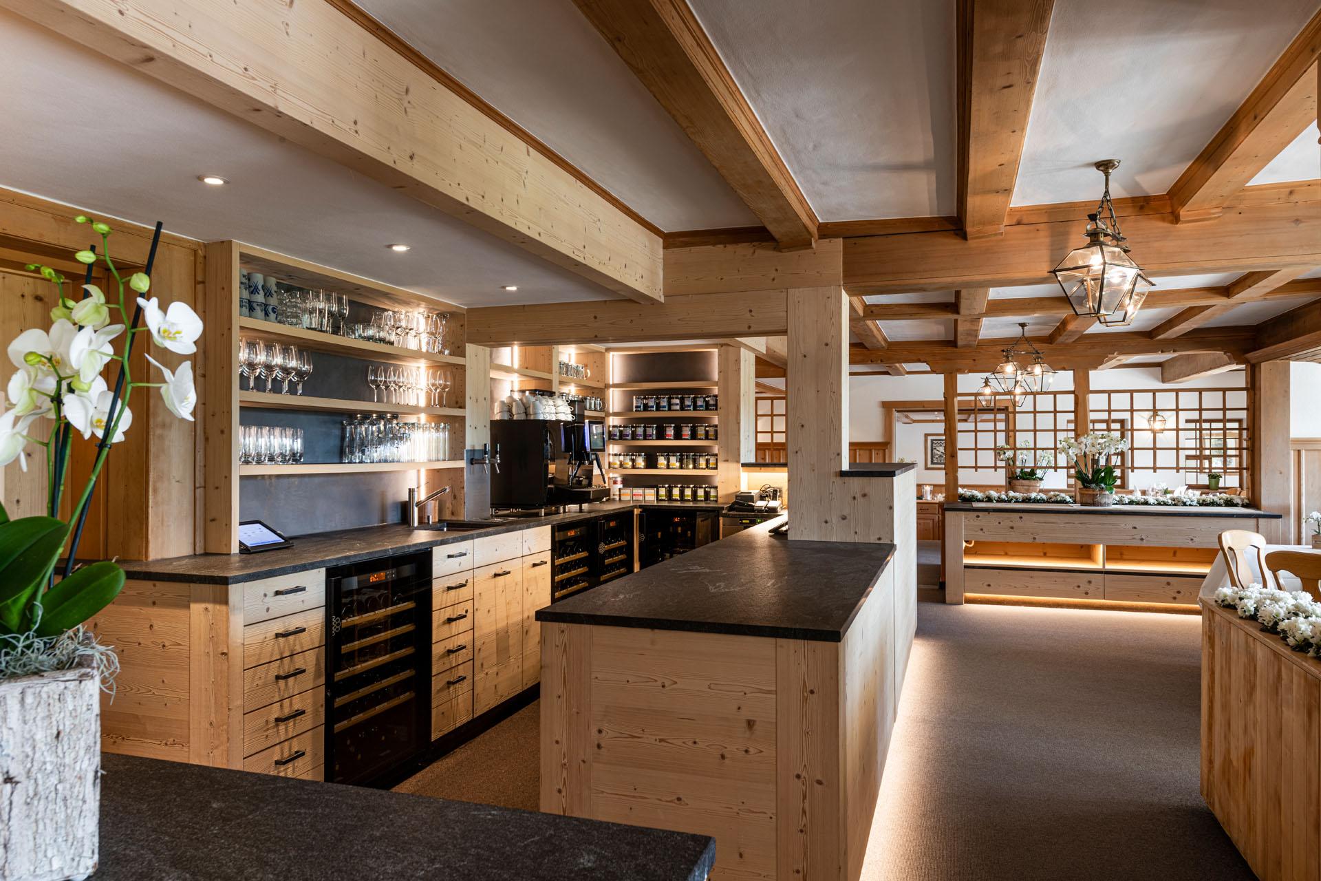 https://fsw-kreatektur.ch/wp-content/uploads/Fsw-Kreatektur-Architektur-Umbau-Hotel-Hornberg-Saanenmoeser-Restaurant.jpg