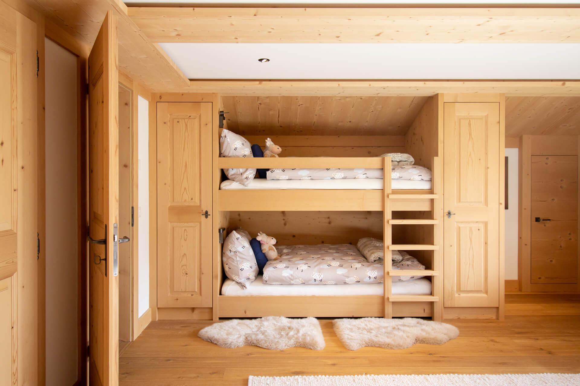https://fsw-kreatektur.ch/wp-content/uploads/Fsw-Kreatektur-Architektur-Umbau-Lauenen-Kinderbett-Etagenbett-tiny-1.jpg
